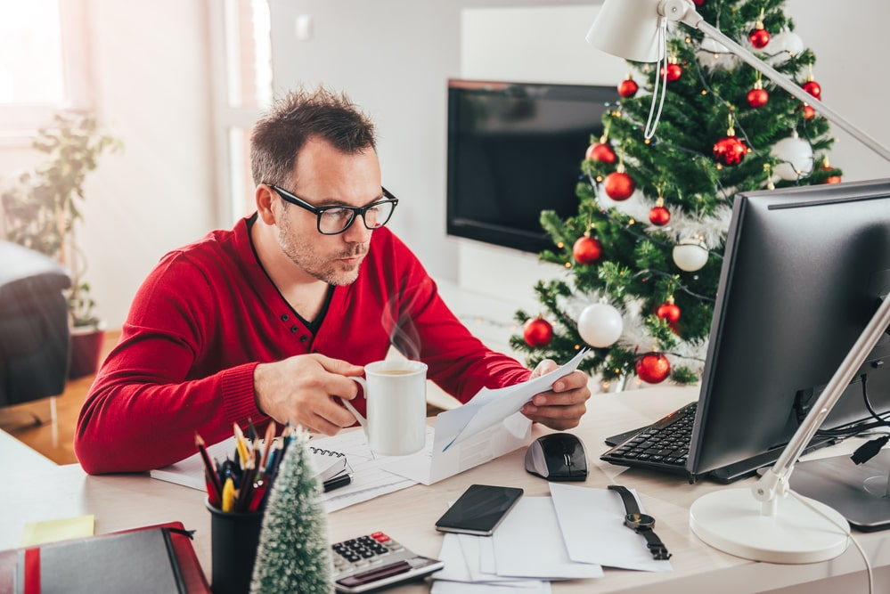 How To Keep Your Workaholic Self Happy During The Holidays