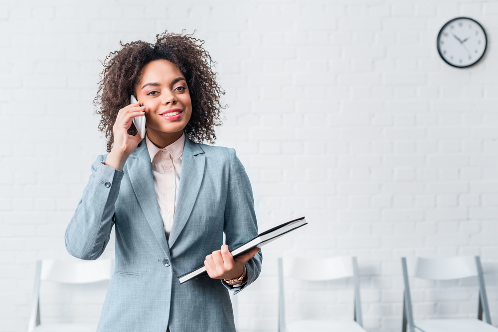 4 Reasons To Use Your Smartphone To Conduct Business